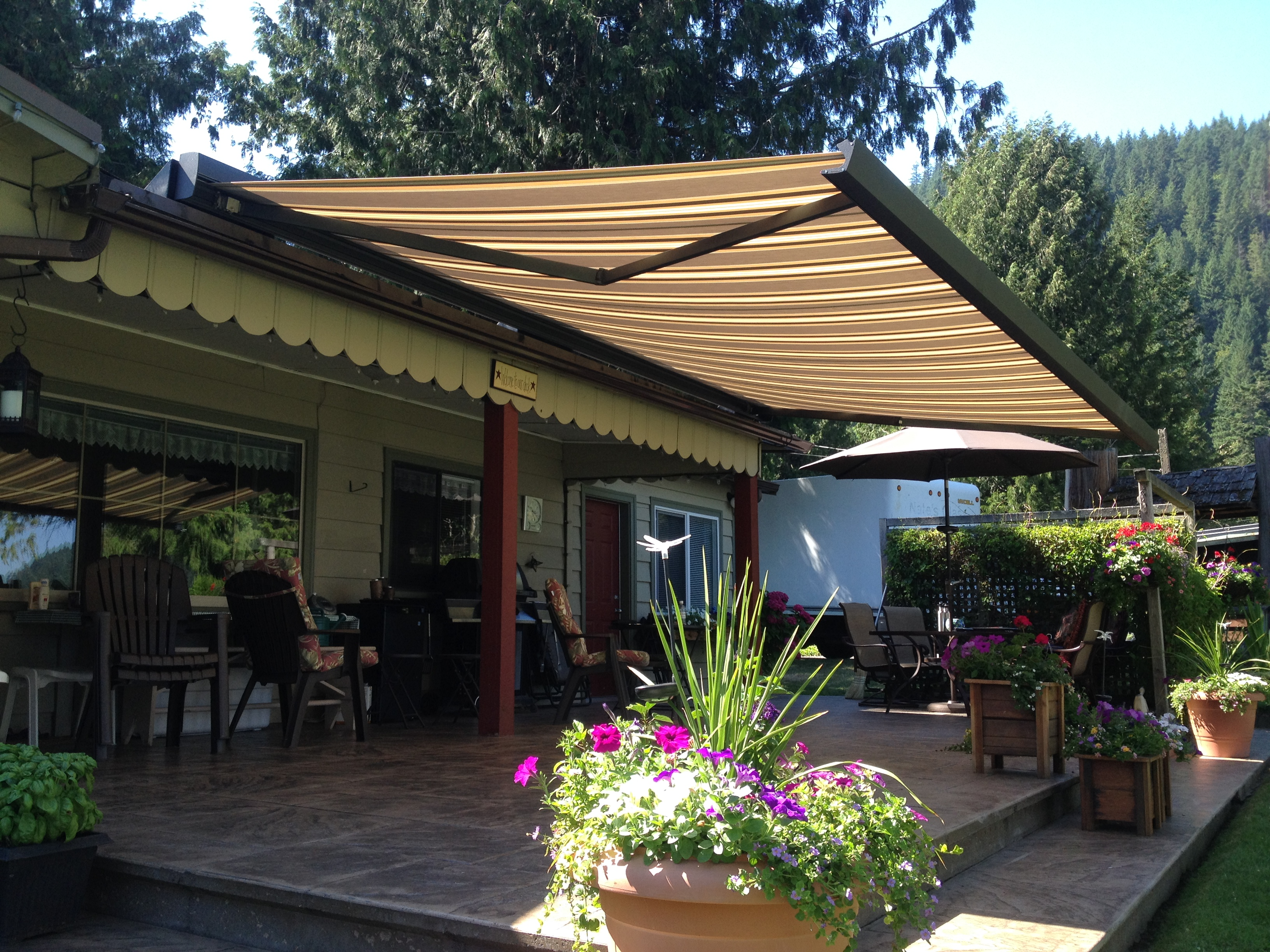 A Beautiful Roof Mount Awning By Cultus Lake 20x10 Full Cassette With Black Powdercoated Aluminum And Dickson Constant Algarve Fabric